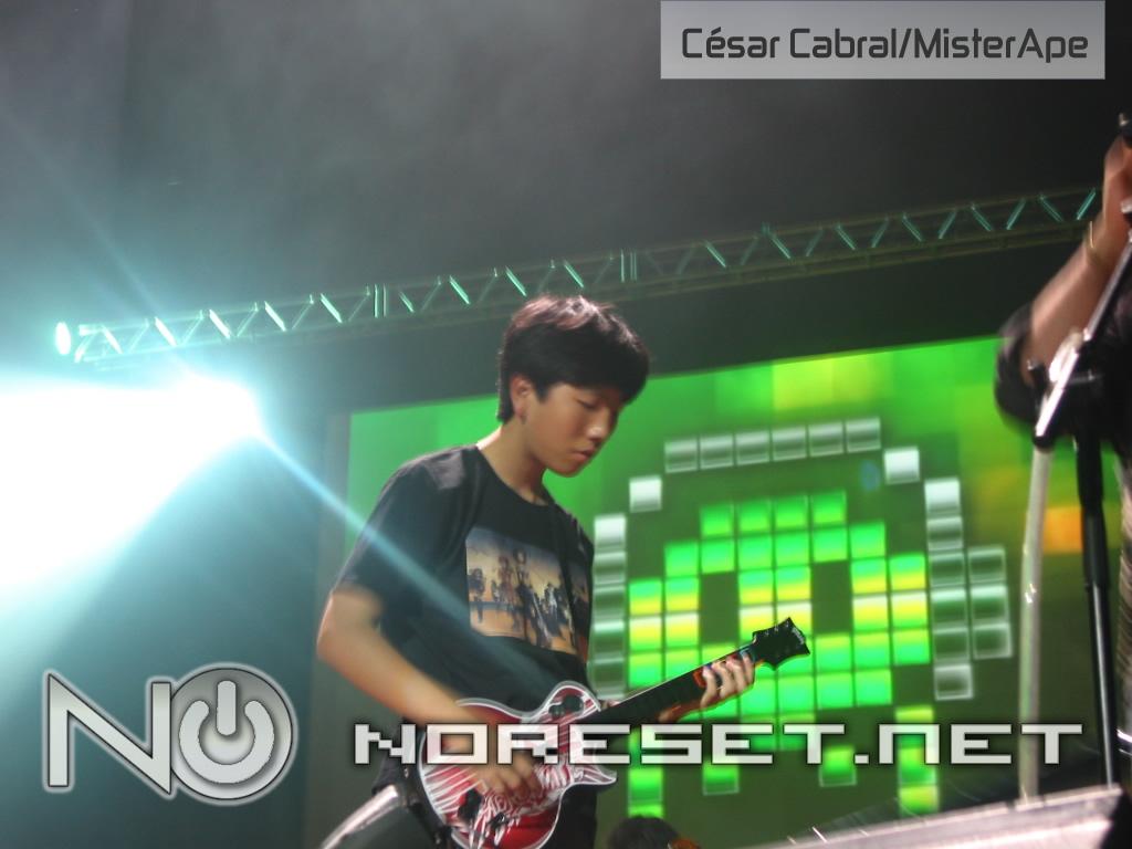 O vencedor do Guitar Hero tocou com o apresentador e criador do VGL