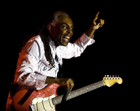 Gilberto Gil agora pode sonhar um GuitarHero só dele.