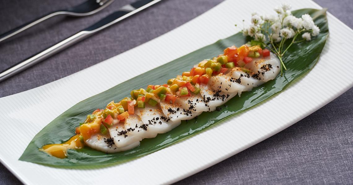 Cebiche Sashimi De Vieiras Con Piperrada De Mango Y Ajc3ad Montes De Galicia 5