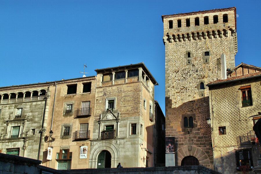 Torreón De Lozoya En La Plaza Medina Del Campo En Segovia