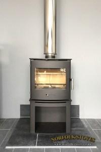 Newbourne 40FS, multi-fuel stove on a stand