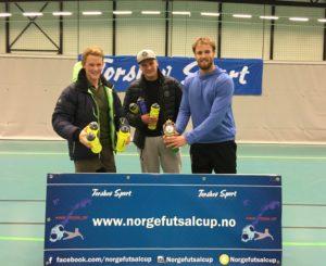Fair-play prisen: Steinberg Futsal. Sympatisk lag, som også tar et surt sluttspilltap i kvartfinalen med fatning. Dette viser de for andre cupen på rad. Andre kandidater: Jørra Gørra, GuttaBeng.