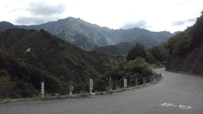 枝折峠へ向かう道