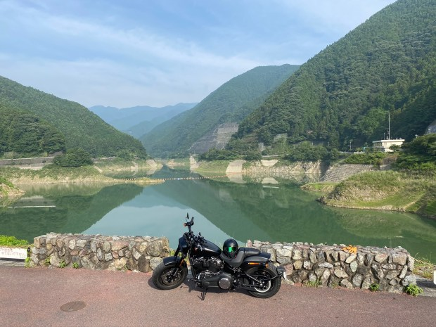 有間ダム 堤体上の道路