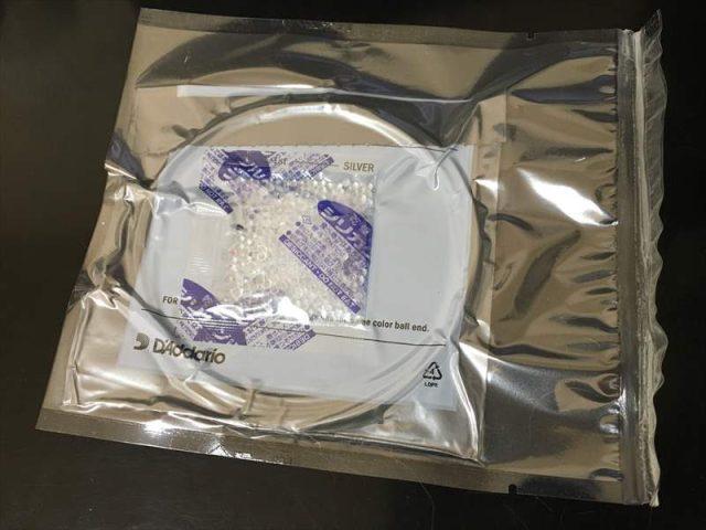 EXL110を真空パックにしました! D'Addario ダダリオのパッケージが新しくなりましたね!弦が錆びないように真空パックにして保存します!