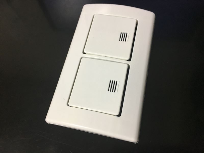 スイッチ2つ用のダブルスイッチのもあります 100均の「ドデカ!スイッチ」でプチリフォーム!スイッチが大きくなって押しやすくとても楽!カバーをかぶせるだけ!