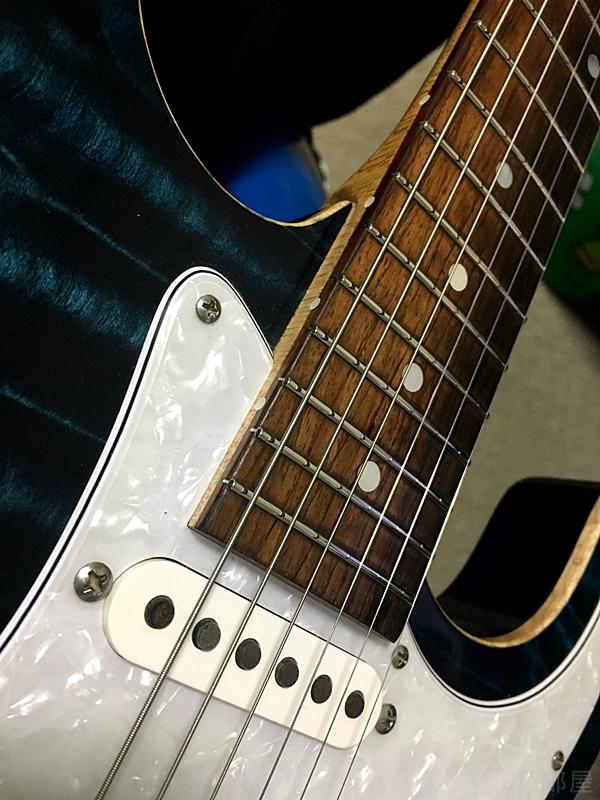 Optiwebをギターに張ってみる【レビュー】Elixir Optiweb の感想!テンションが柔らかく大人な音色。エレキギターを落ち着かせたい人にオススメの弦 【エリクサー オプティウェブ】