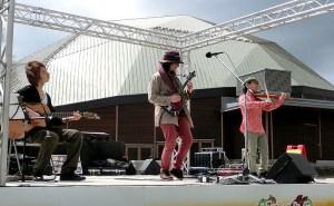 ビア&ソーセージマルシェの生演奏 マザー牧場 で演奏でした! 菜の花畑に感動^^