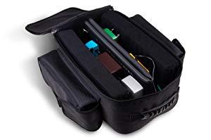 ペダルカーペットを折り曲げるだけで、専用のバッグへ収納可能です。 【軽い】ボードを背負えるエフェクターリュックが超便利!重いエフェクターボード機材で「手が疲れる」から「手が楽」になるオススメのエフェクターケース!
