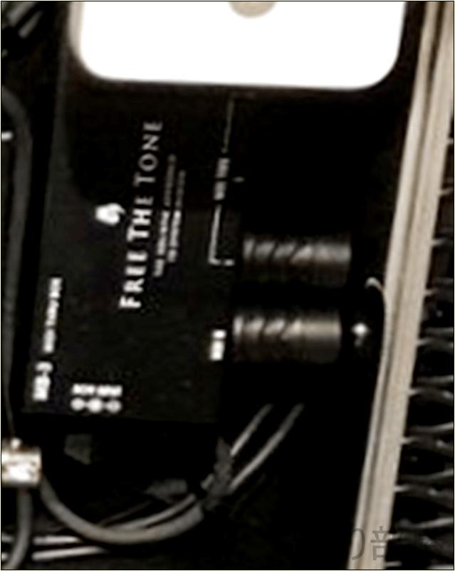 Free The Tone MB-3 MIDI THRU BOX綾野剛(The XXXXXX)さんの ツマミ・ノブの位置 【徹底紹介】綾野剛のエフェクターボード・機材を解析!ツマミ・ノブの位置も分かる!ギターを支える機材の数々を紹介!ギター。 #綾野剛 #thexxxxxx #ザシックス【金額一覧】
