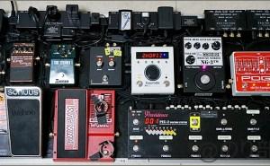 【徹底紹介】MIYAVIのエフェクターボード・機材を解析!ツマミ・ノブの位置も分かる!ギターを支える足元の機材の数々を紹介! #MIYAVI #ギター #エフェクター【金額一覧】
