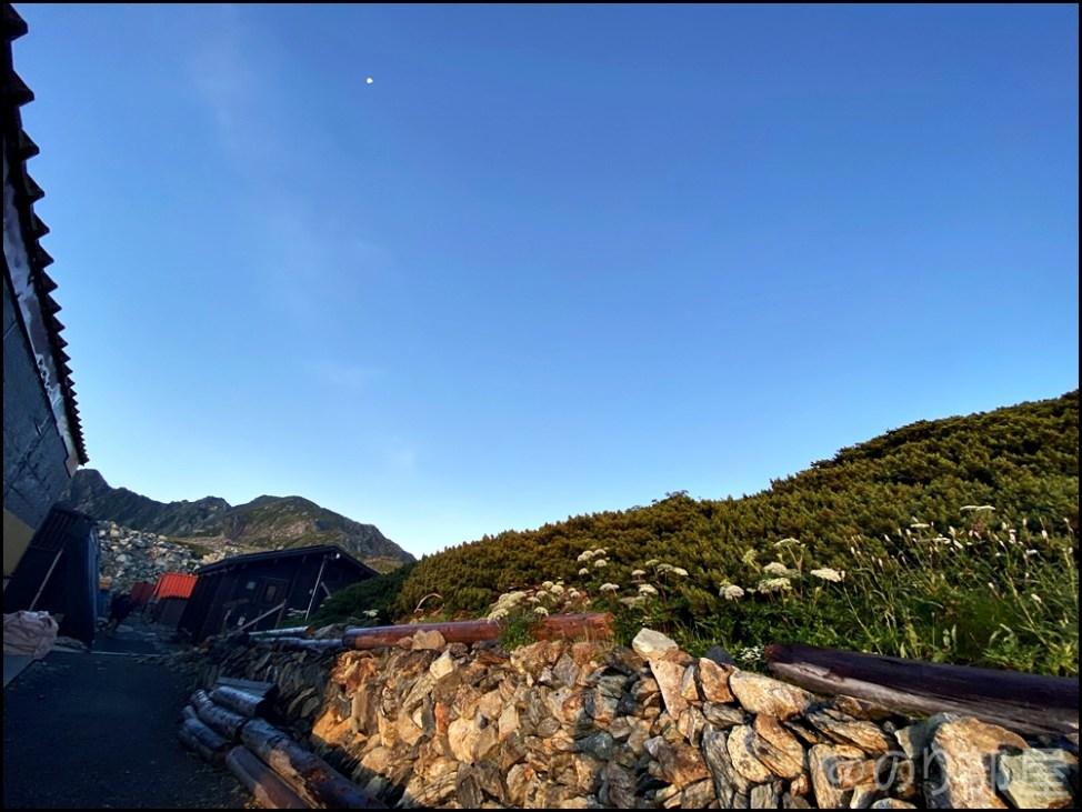 北岳山荘に泊まって見た朝日が最高にキレイだった!【登山初心者】 北岳に初心者が登ってきました!富士山よりも難易度が高くて危険な場所も!