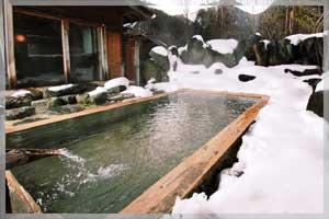 双色の源泉山水館信濃 露天風呂