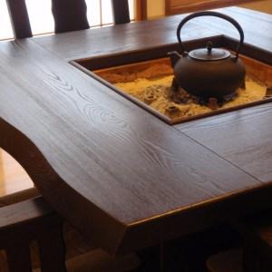 1日1組の宿佐の屋のテーブル式囲炉裏