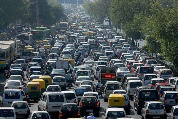 連休交通渋滞