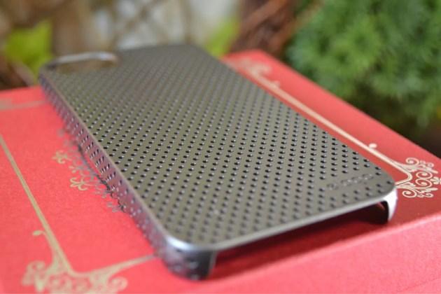 iPhone5s用のパンチングケースデザイン1