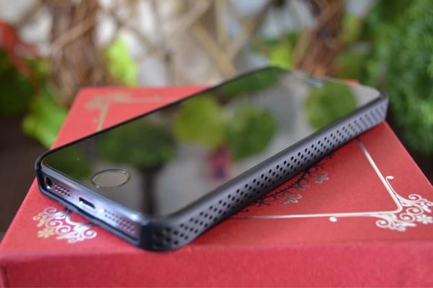 iPhone5s用IRUALパンチングラバーコーティングケース