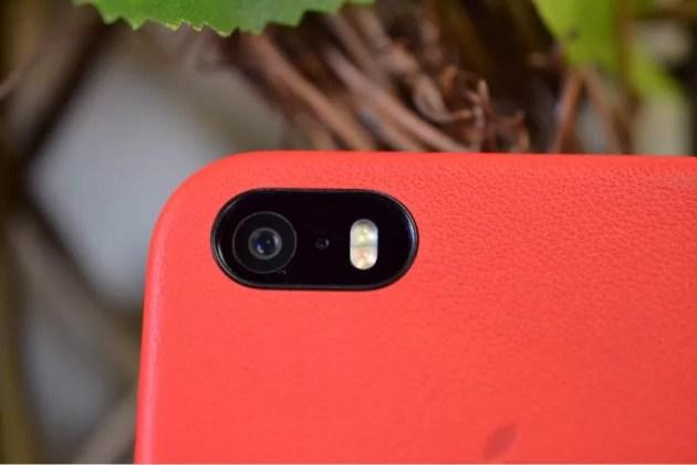 Apple純正iPhone5sケース装着カメラ穴