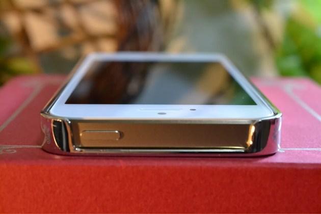 Appleマーク入りのiPhone5sケース装着4