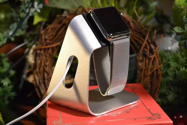 スピゲンApple Watch充電ケーブルに載せた2