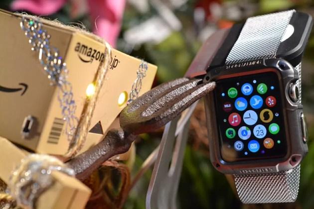 SpigenのApple Watch用タフアーマーのレビュー