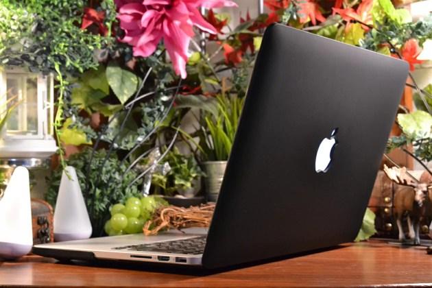 MacBook Pro13インチをマットなブラックモデルにするケース2