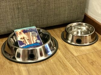 Hundenäpfe in der Ferienwohnung mit Snacks