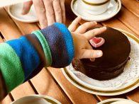 Hmmmm, Sacher-Torte vom Dorfbäcker ...