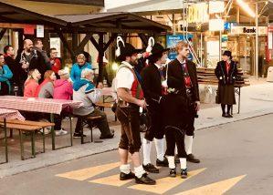 Männer in Tiroler Tracht