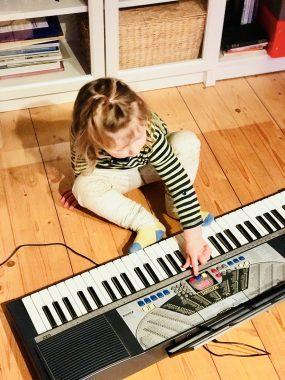 Risky Week 06 – Merlin spielt Keyboard