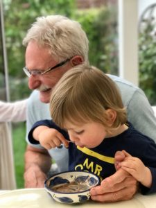 Großfamilie 2.0 – Merlin mit seinem Opa Horst