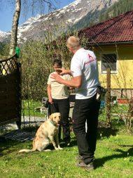 Hundehotel – Jens arbeitet mit der Hundehalterin
