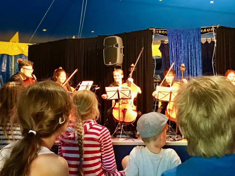 Kinder-Risky Week 29 – Kinder-Cello-Konzert im Zirkuszelt