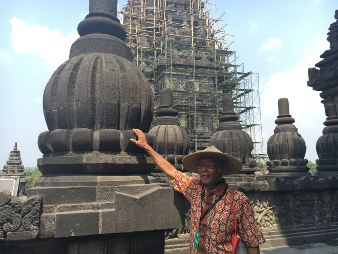 borobudur tour guide
