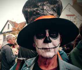 Glastonbury Samhain Celebration in the High St 2016