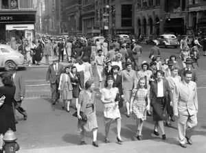 1940s American street crowd scene
