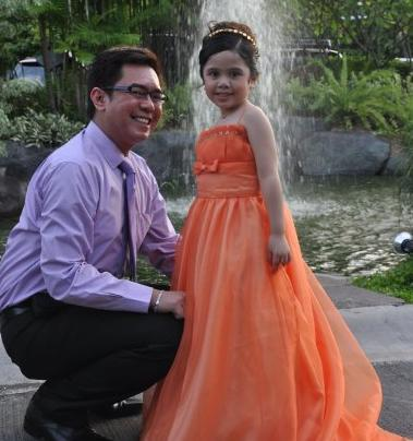 Your blogger and his niece, Ishi, during a recent wedding reception.