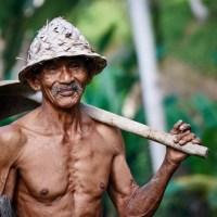 Esai Cak Nun: Di Desa Hidup Selayaknya