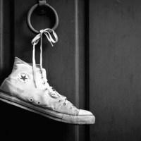 Inilah Saatnya (Melepas sepatu yang penuh kisah) - Puisi WS Rendra