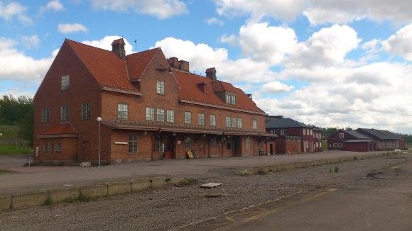 En övergiven järnvägsstation sommaren 2014. Foto: Sophie Nyblom ©Norrbottens museum