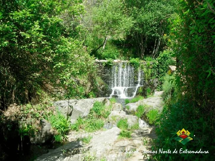 Salto de agua en el río Árrago a su paso por Robledillo de Gata