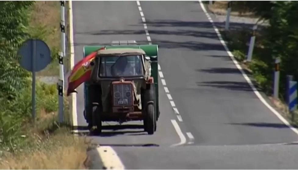 En tractor a Sierra de Gata desde Alemania
