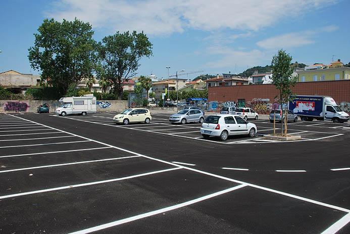 бесплатная белая разметка парковки в Италии