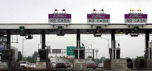 1024px-New_Jersey_Turnpike_toll_gate