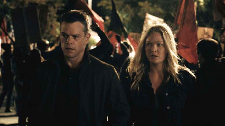 Jason Bourne (Damon) & Nicky Parsons (Stiles) (Jason Bourne, Universal Pictures)