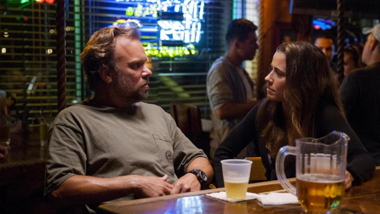 Kevin Rayburn (Butz) & Meg Rayburn (Cardellini) have a heart to heart chat (Bloodline, Netflix)