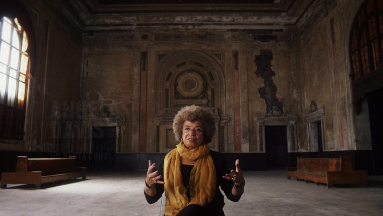 Angela Davis talks on numerous issues in 13TH (13TH, Netflix)
