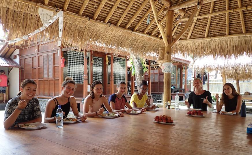 bali volunteering program - meals