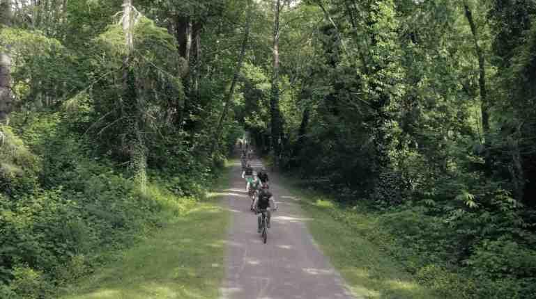 Group Biking on Snoqualmie Valley Bikepath