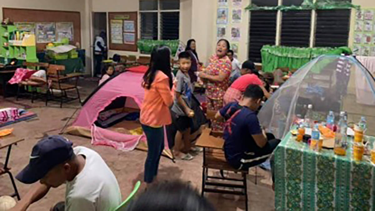 Stranded passengers in Bacolod spend Christmas in school